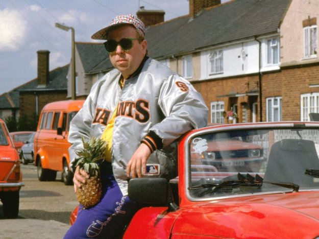 life-is-sweet-1990-003-timothy-spall-pineapple-car
